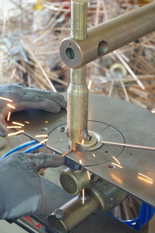 Soudure électrique par point des carcasses d'abat-jour