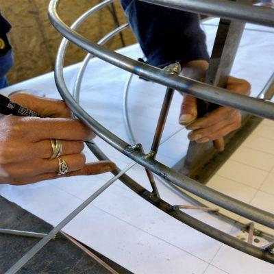 Le pointage pour faciliter le montage des éléments de la carcasse d'abat-jour